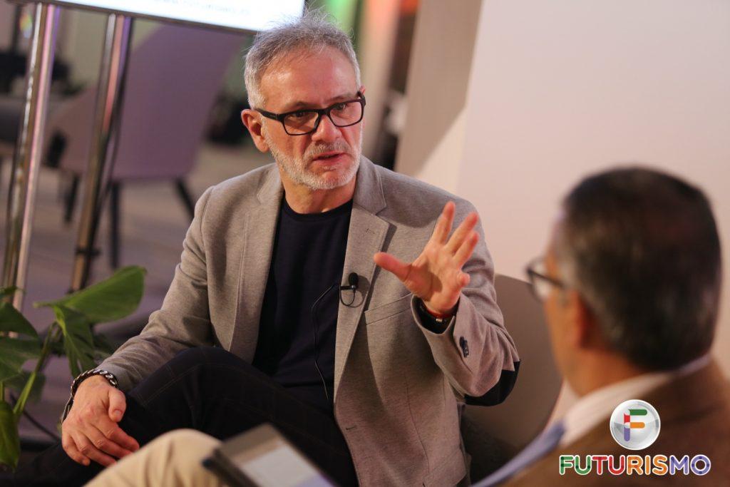 Nicolás Rodríguez debatiendo junto a Antonio Salazar